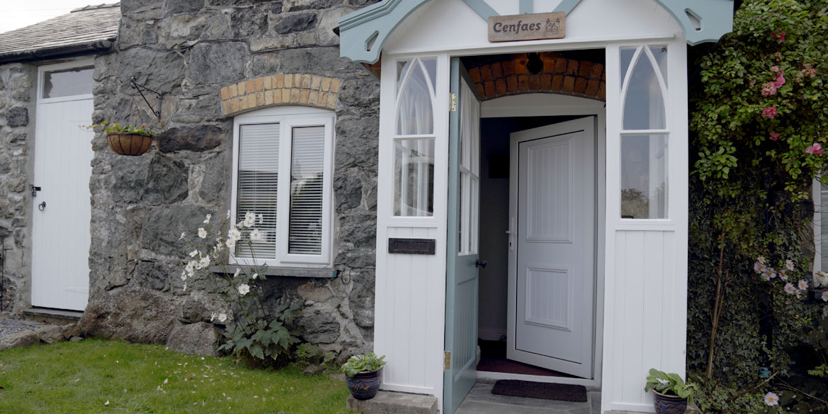 Cenfaes Cottage welcoming entrance
